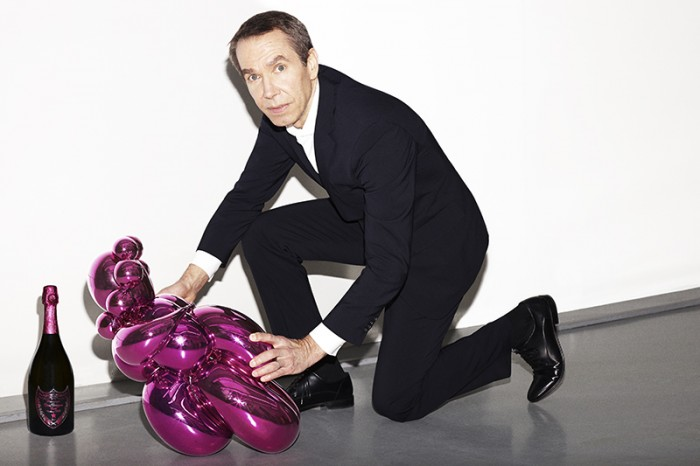 Photograph of Jeff Koons and Balloon Venus by Raphael Gianelli Meriano