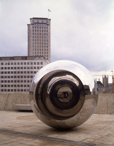Anish Kapoor, Turning the World Upside Down III, 1996, Deutsche Bank Collection Courtesy of the artist and Lisson Gallery, Photo: John Riddy, London © Anish Kapoor