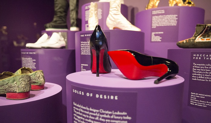 9._Installation_view_of_Shoes_Pleasure_and_Pain_13_June_2015_-_31_January_2016_c_Victoria_and_Albert_Museum_London