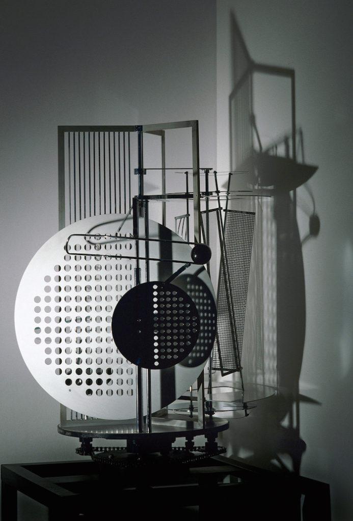 laszlo-moholy-nagy_lichtrequisit-einer-elektrischen_buhne_1930-replik-1970_bauhaus-archiv_fotostudio_bartsch_vg-bild-kunst_web