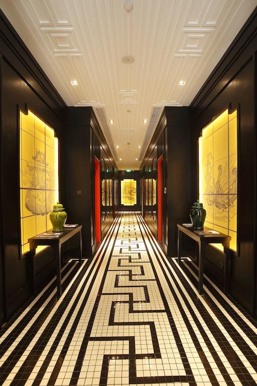 Shanghai Tang - hallway