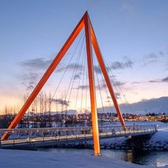 rsz_teiknistofan_tröð_-_red_pyramid_bridge