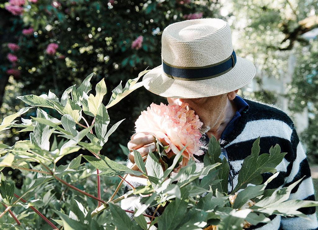 smelling-garden
