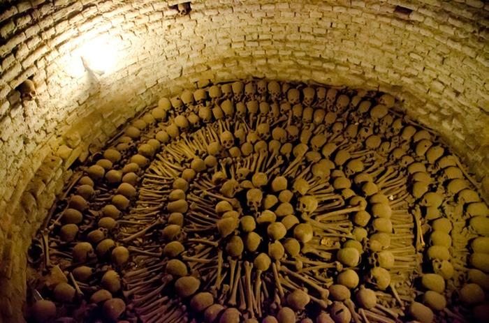 Lima_catacombs_skulls (1)
