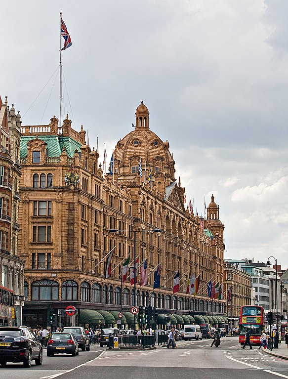 583px-Harrods,_London_-_June_2009_(cropped)