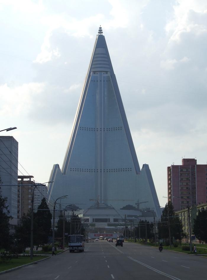 Ryugyong_Hotel_Pyongyang_02