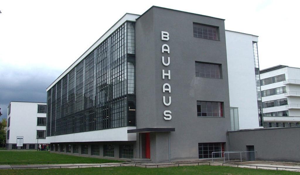 800px-Bauhaus_Dessau-001