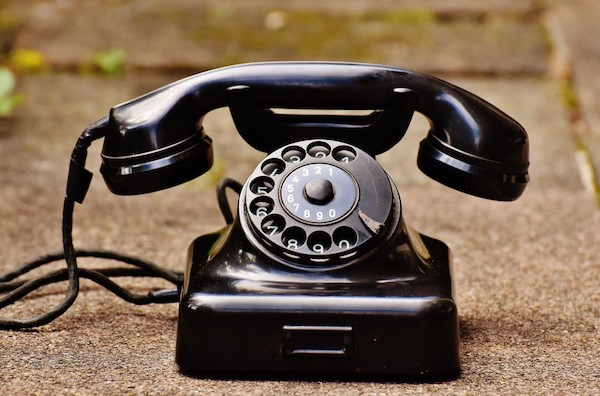 phone_old_year_built_1955_bakelite_post_dial_telephone_handset-539716.jpg!d