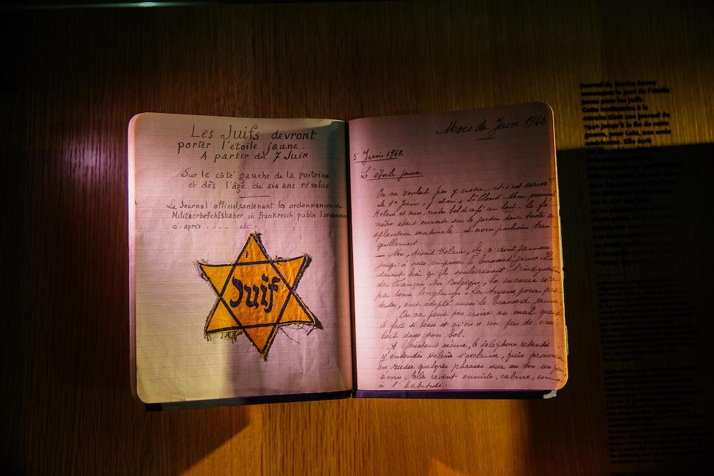 295505-Documents_sur_l_extermination_des_juifs__Memorial_de_Caen-Caen_la_mer_Tourisme___Les_Conteurs_(Droits_reserves_Office_de_Tourisme___des_Congres)