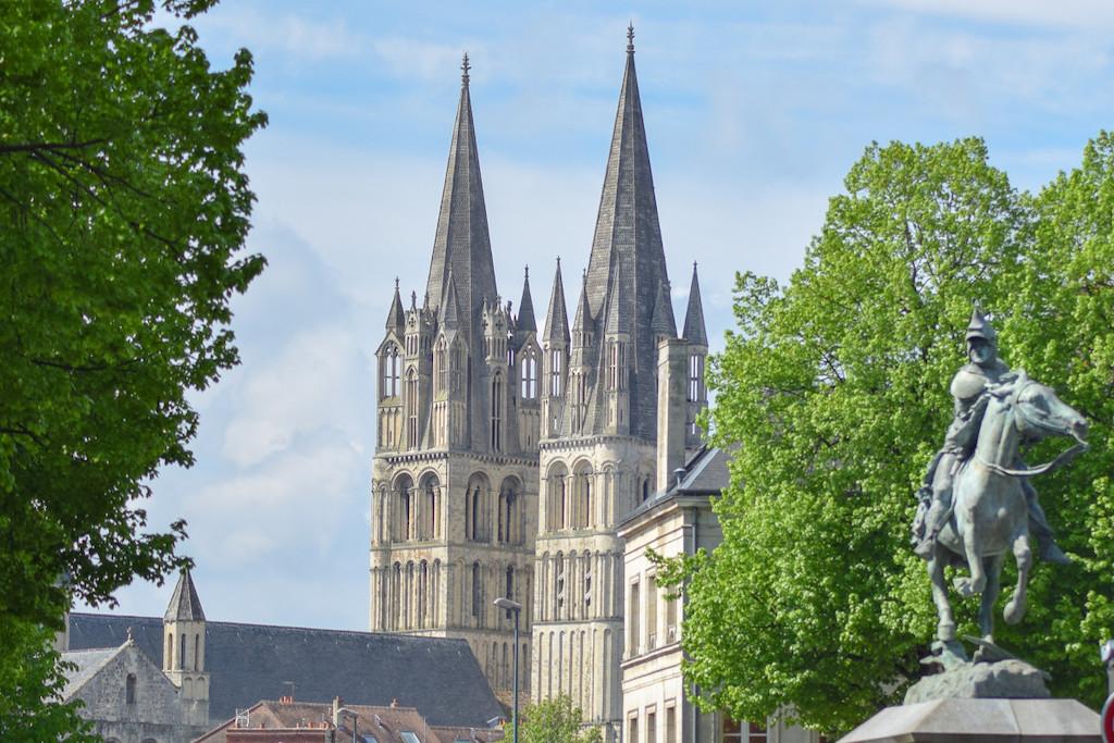 303550-Clocher_de_l_Abbaye_aux_Hommes__Caen-Caen_la_mer_Tourisme___Alix_JONET-1200px