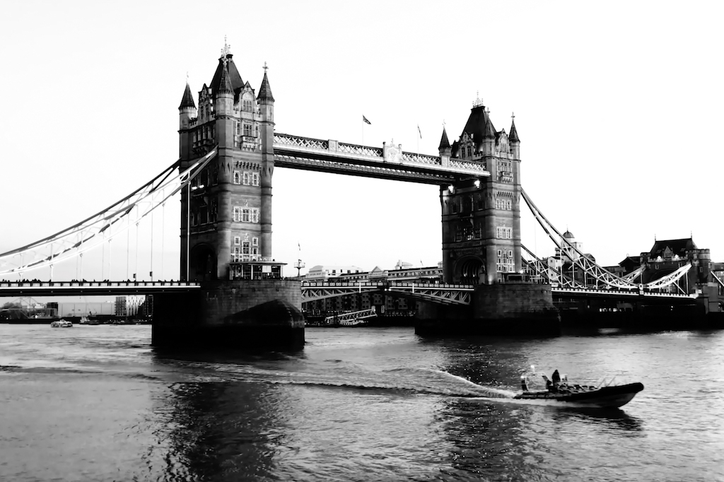 Scenic picture of London Bridge.
